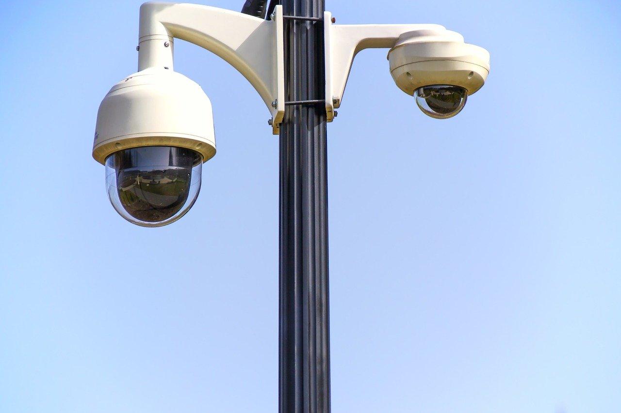 מצלמות אבטחה נסתרות לעסק