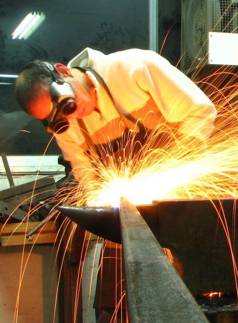 נפחות מודרנית, יצירה בברזל עיבוד ברזל בסדנת ברזל. נפחות מודרנית, שילוב טכניקות