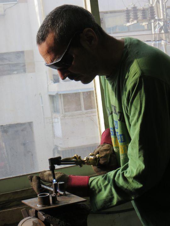 פיסול בברזל רמי אטר, פסל,  עובד בחום באמצעות מבער, אחד הכלים לנפחות מודרנית.