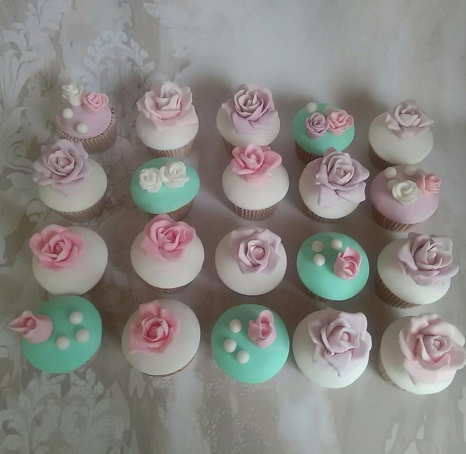 μπουφέ βαπτισης tea pot cake, ζαχαροπλαστείο καλαμάτας madame charlotte, birthday baptism cup cakes tea pot kalamata