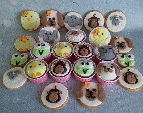 μπουφέ βάπτισης cookies μπισκότα ζαχαρόπαστας farm animals ζαχαροπλαστείο καλαμάτας madame charlotte, baptism theme cookies και cup cakes ζαχαρόπαστας farm animals kalamata