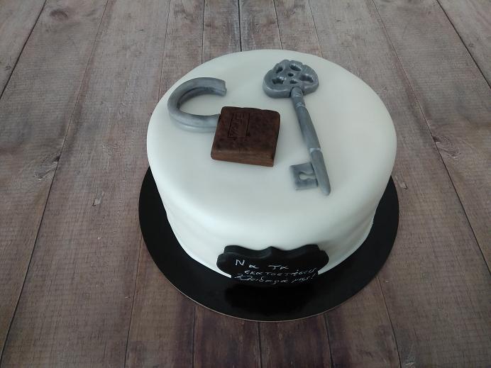 τούρτα από ζαχαρόπαστα κλειδαράς Ζαχαροπλαστείο καλαμάτα madamecharlotte.gr, birthday party cakes 2d 3d confectionery patisserie kalamata