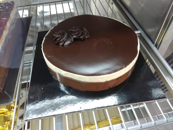 τούρτα ανάμικτη (λευκή και μαύρη σοκολάτα), Ζαχαροπλαστείο καλαμάτα madame charlotte, σοκολατάκια πάστες γλυκά τούρτες γεννεθλίων γάμου βάπτισης παιδικές θεματικές birthday theme party cake 2d 3d confectionery patisserie kalamata