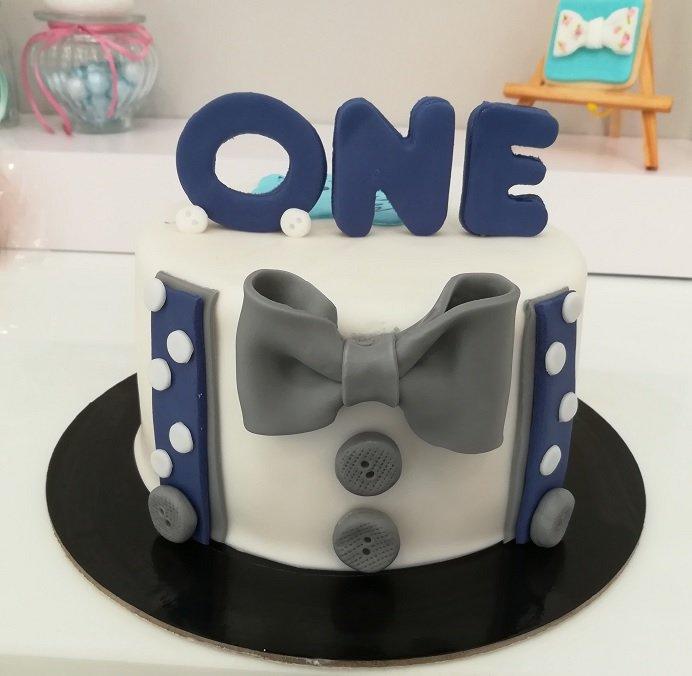 παιδική τούρτα γενεθλίων από ζαχαρόπαστα ενός έτους πρωτα γενεθλια i am one year old, Ζαχαροπλαστειο καλαματα madame charlotte, τουρτες παιδικες γενεθλιων madamecharlotte.gr birthday cakes kalamata