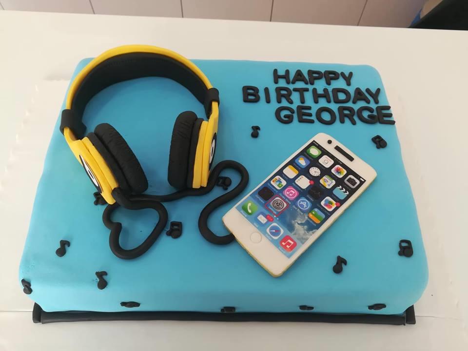τούρτα από ζαχαρόπαστα Headphones birthday cake, Ζαχαροπλαστείο καλαμάτα madamecharlotte.gr, τούρτες γεννεθλίων γάμου βάπτησης παιδικές θεματικές birthday theme party cake 2d 3d confectionery patisserie kalamata