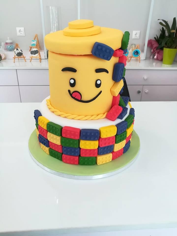 τούρτα από ζαχαρόπαστα Lego birthday cake, Ζαχαροπλαστείο καλαμάτα madamecharlotte.gr, τούρτες γεννεθλίων γάμου βάπτησης παιδικές θεματικές birthday theme party cake 2d 3d confectionery patisserie kalamata