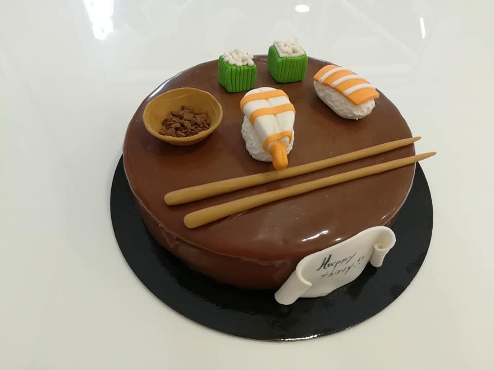 τούρτα από ζαχαρόπαστα sushi, Ζαχαροπλαστείο καλαμάτα madame charlotte, τούρτες γεννεθλίων γάμου βάπτησης παιδικές θεματικές birthday theme party cake 2d 3d confectionery patisserie kalamata