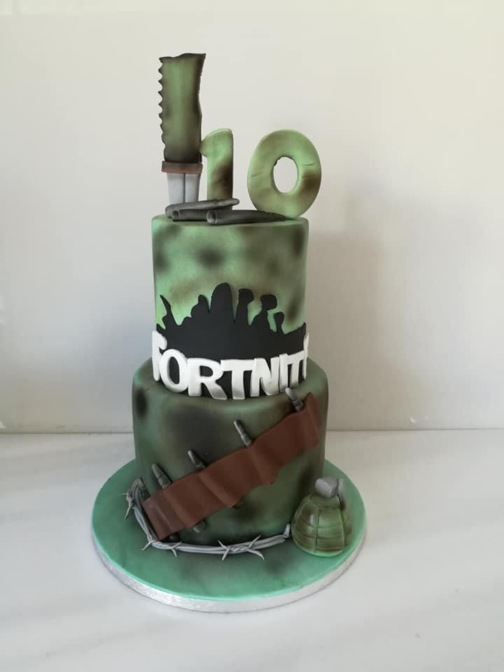 τούρτα γενεθλίων από ζαχαρόπαστα fortnite, Ζαχαροπλαστειο καλαματα madame charlotte, τουρτες παιδικες γενεθλιων madamecharlotte.gr birthday cakes kalamata