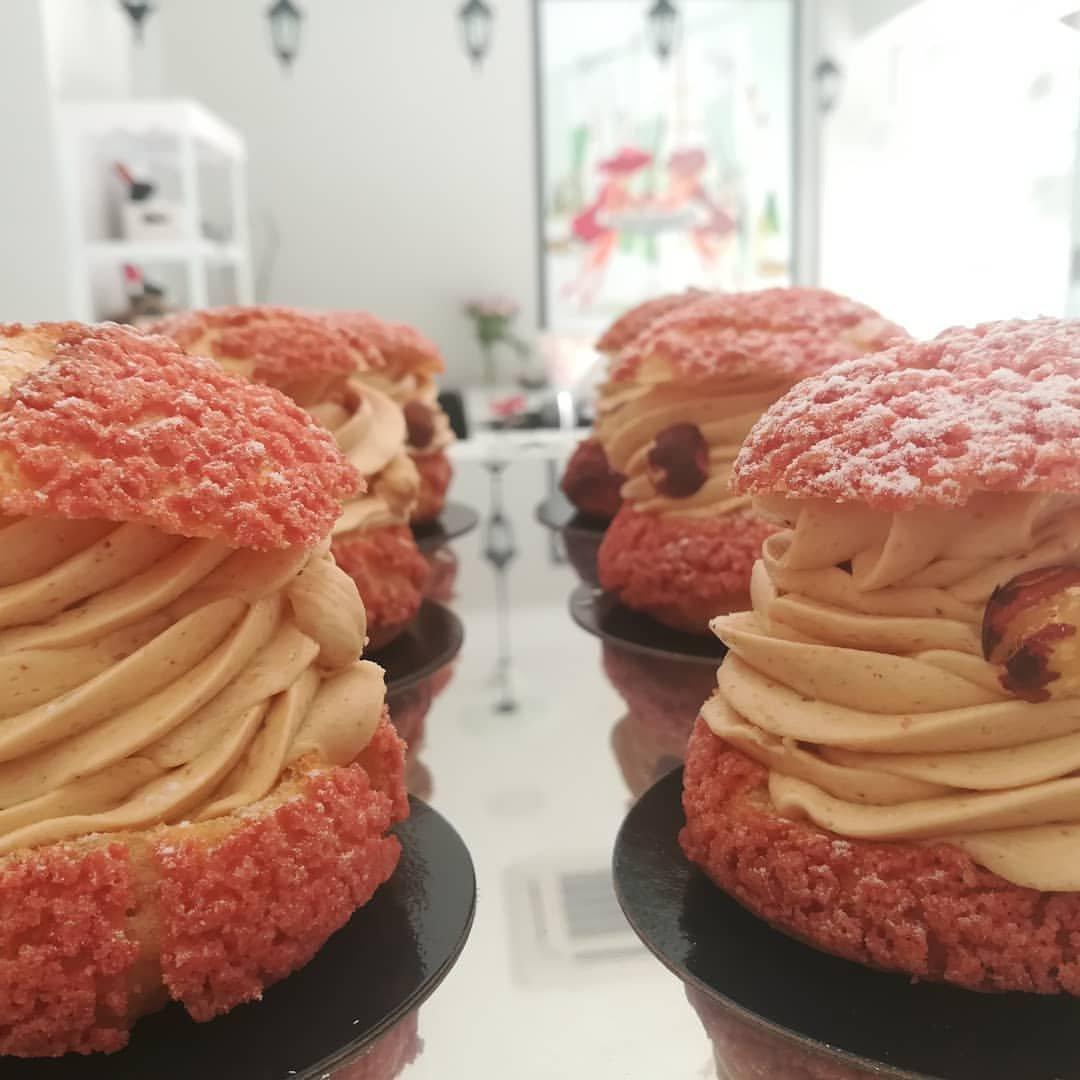 πάστα κραμπλ με πραλίνα φουντούκι, Ζαχαροπλαστείο καλαμάτα madame charlotte, σοκολατάκια πάστες γλυκά τούρτες γεννεθλίων γάμου βάπτισης παιδικές θεματικές birthday theme party cake 2d 3d confectionery patisserie kalamata