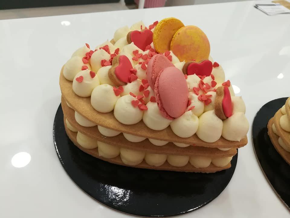 τούρτα καρδιά τάρτα από κρέμα γλυκό τυρί, ζαχαροπλαστείο καλαμάτα madame charlotte, birthday wedding party cakes 2d 3d kalamata