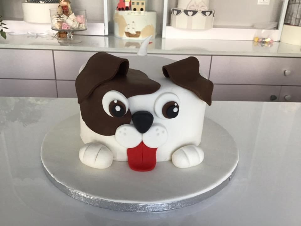 τούρτα απο ζαχαρόπαστα σκυλάκος, Ζαχαροπλαστείο καλαμάτα madame charlotte, τούρτες γεννεθλίων γάμου βάπτησης παιδικές θεματικές birthday theme party cake 2d 3d confectionery patisserie kalamata