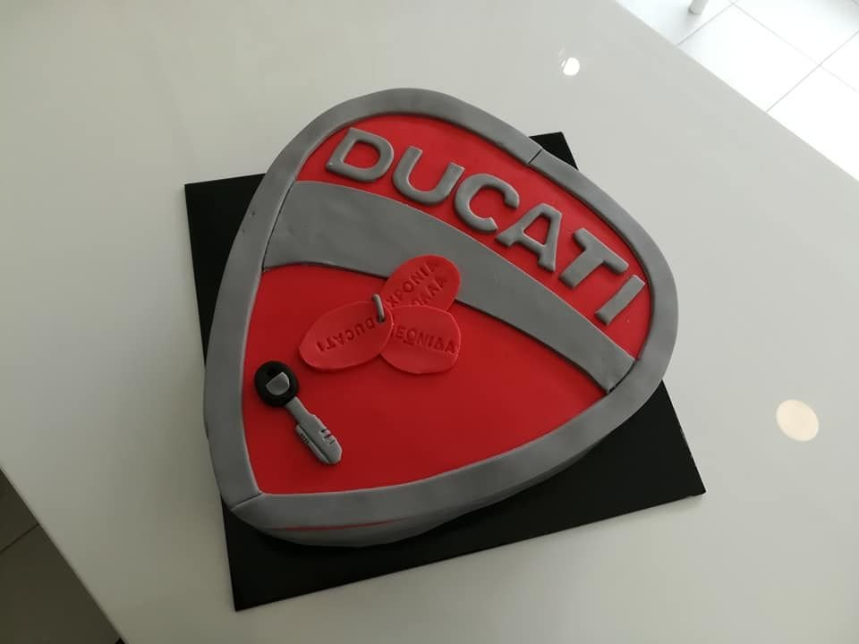 τούρτα απο ζαχαρόπαστα ducati lover, Ζαχαροπλαστείο καλαμάτα madame charlotte, τούρτες γεννεθλίων γάμου βάπτησης παιδικές θεματικές birthday theme party cake 2d 3d confectionery patisserie kalamata