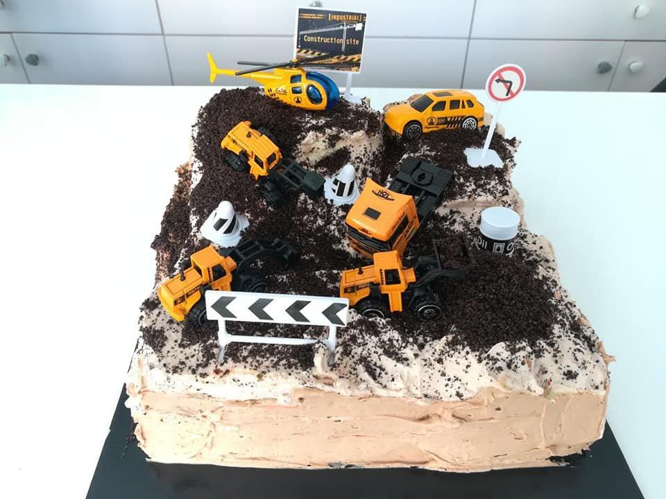 τούρτα χωρίς ζαχαρόπαστα φορτηγο μπουλντοζες χωματουργικα εργα construction site, ζαχαροπλαστείο καλαμάτα madame charlotte, birthday wedding party cakes 2d 3d kalamata