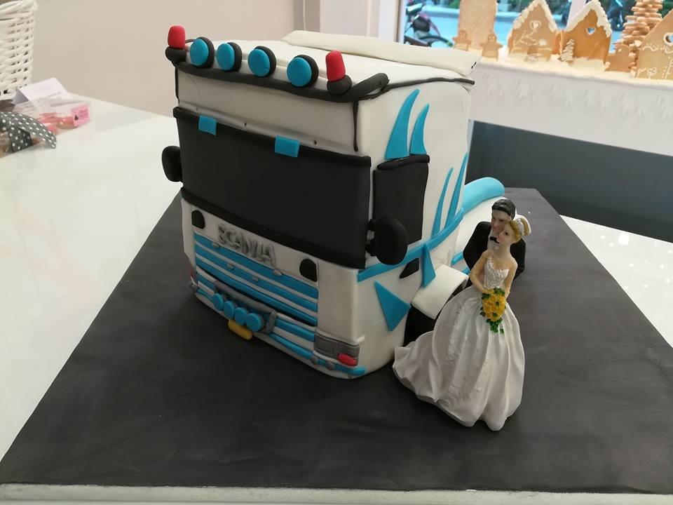 τούρτα γάμου από ζαχαρόπαστα φορτηγό σκάνια mr & mrs scania, ζαχαροπλαστεία καλαμάτας madamecharlotte.gr, birthday theme party cakes 2d 3d confectionery patisserie kalamata