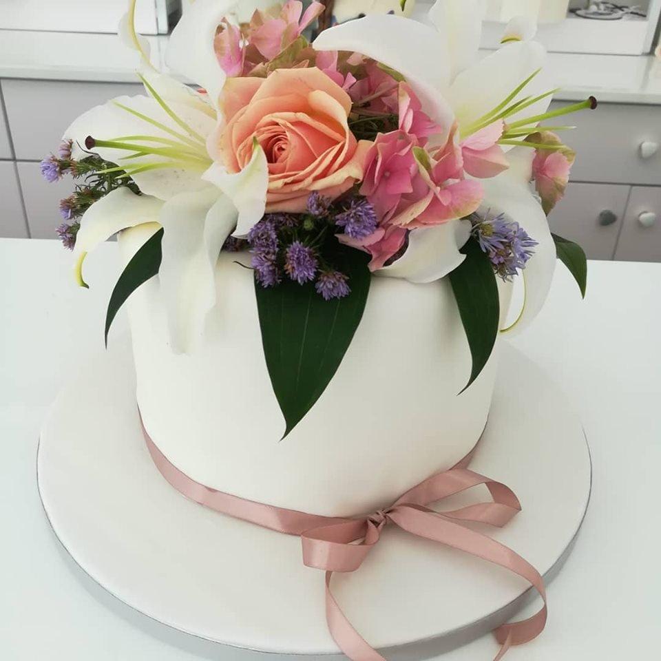 τούρτα από ζαχαρόπαστα και φυσικά μπουμπούκια λουλουδια, Ζαχαροπλαστείο καλαμάτα madame charlotte, τούρτες γεννεθλίων γάμου βάπτησης παιδικές θεματικές birthday theme party cake 2d 3d confectionery patisserie kalamata