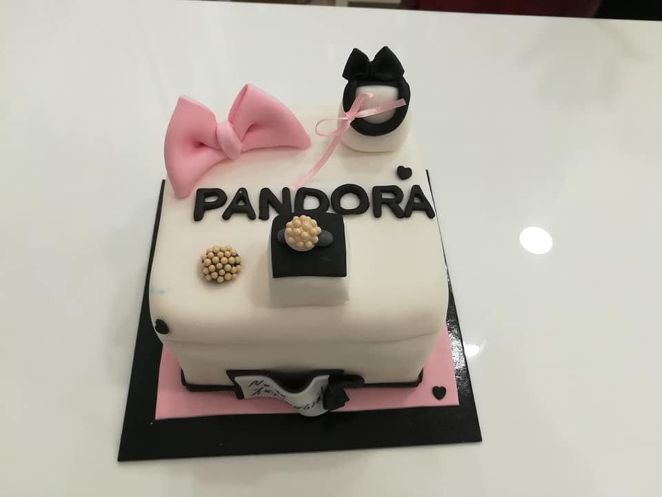 τούρτα από ζαχαρόπαστα pandora box κουτί δώρου, Ζαχαροπλαστείο καλαμάτα madame charlotte, τούρτες γεννεθλίων γάμου βάπτησης παιδικές θεματικές birthday theme party cake 2d 3d confectionery patisserie kalamata