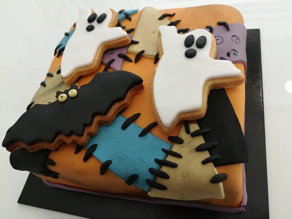 τούρτα από ζαχαρόπαστα halloween ghosts τούρτα αποκριάτικη με φαντάσματα, Ζαχαροπλαστείο καλαμάτα madame charlotte, τούρτες γεννεθλίων γάμου βάπτησης παιδικές θεματικές birthday theme party cake 2d 3d confectionery patisserie kalamata