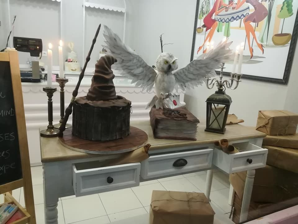 τούρτα από ζαχαρόπαστα harry potter owl and sorting hat, Ζαχαροπλαστείο καλαμάτα madame charlotte, τούρτες γεννεθλίων γάμου βάπτησης παιδικές θεματικές birthday theme party cake 2d 3d confectionery patisserie kalamata