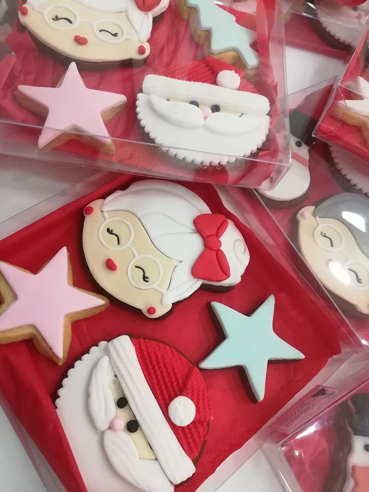 χριστουγεννιάτικα μπισκότα γιορτινά αγ βασιλης αστερια , Ζαχαροπλαστείο κοντά μου στη καλαμάτα madame charlotte, σοκολατάκια πάστες γλυκά τούρτες γεννεθλίων γάμου βάπτισης παιδικές θεματικές birthday theme party cake 2d 3d confectionery patisserie kalamata