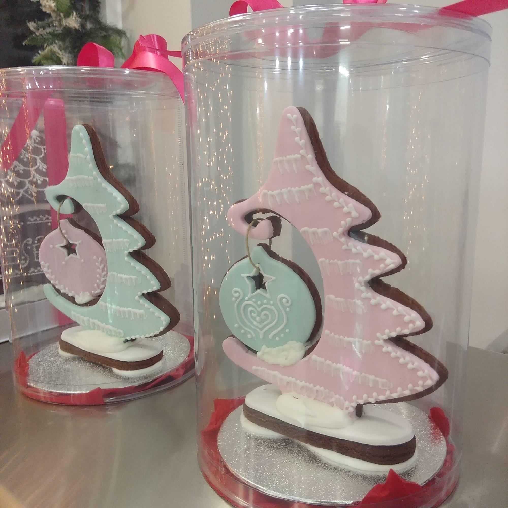 χριστουγεννιάτικο μπισκοτόδεντρο, Ζαχαροπλαστείο κοντά μου στη καλαμάτα madame charlotte, σοκολατάκια πάστες γλυκά τούρτες γεννεθλίων γάμου βάπτισης παιδικές θεματικές birthday theme party cake 2d 3d confectionery patisserie kalamata