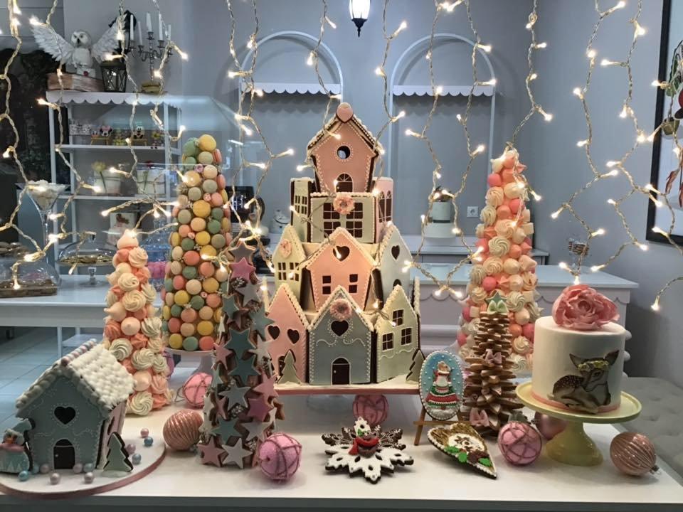χριστουγεννιάτικη μπισκοτούπολη 2019, Ζαχαροπλαστείο κοντά μου στη καλαμάτα madame charlotte, σοκολατάκια πάστες γλυκά τούρτες γεννεθλίων γάμου βάπτισης παιδικές θεματικές birthday theme party cake 2d 3d confectionery patisserie kalamata