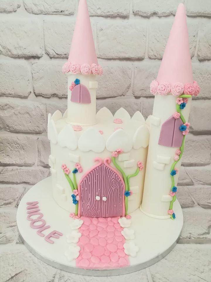 τούρτα από ζαχαρόπαστα κάστρο, Ζαχαροπλαστεία στη καλαμάτα madame charlotte, τούρτες γεννεθλίων γάμου βάπτησης παιδικές θεματικές birthday theme party cake 2d 3d confectionery patisserie kalamata