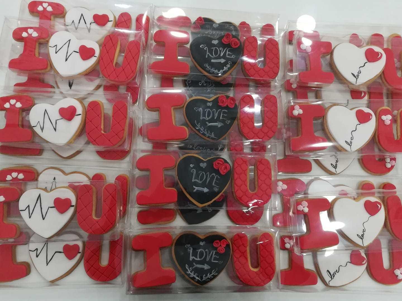 μπισκότα ζαχαρόπαστας i love you 2020 valentines day ημερα ερωτευμένων χειροποίητο γλυκό δώρο ημέρας Αγίου Βελαντίνου, Ζαχαροπλαστεία κοντά μου στη καλαμάτα madame charlotte, σοκολατάκια πάστες γλυκά τούρτες γεννεθλίων γάμου βάπτισης παιδικές θεματικές birthday theme party cake 2d 3d confectionery patisserie kalamata