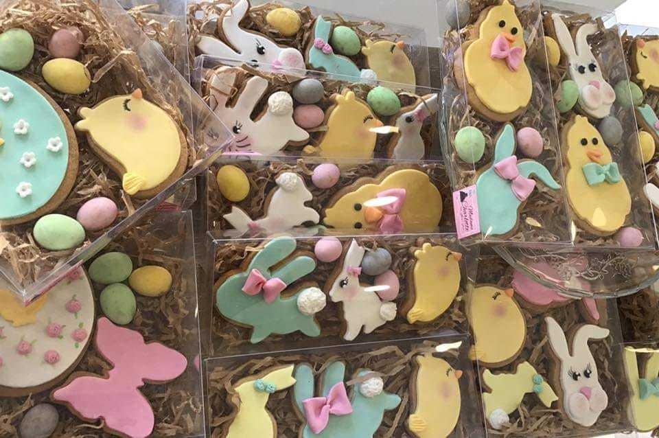 πασχαλινά μπισκότα ζαχαρόπαστας, πασχαλινά δώρα, σοκολατένια αβγά, Ζαχαροπλαστεία κοντά μου στη καλαμάτα madame charlotte, τούρτες γεννεθλίων γάμου βάπτισης παιδικές θεματικές easter gifts chocolate eggs confectionery patisserie kalamata