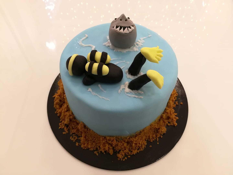 τούρτα από ζαχαρόπαστα δύτης με καρχαρία shark and diver theme cake, Ζαχαροπλαστεία στη καλαμάτα madame charlotte, τούρτες γεννεθλίων γάμου βάπτησης παιδικές θεματικές birthday theme party cake 2d 3d confectionery patisserie kalamata