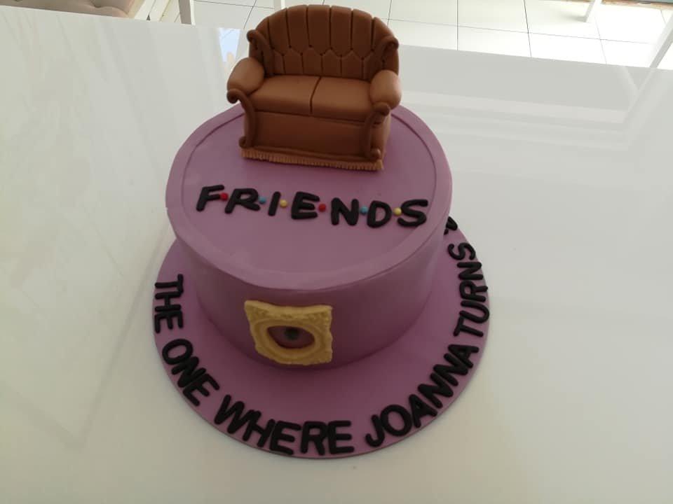 τούρτα από ζαχαρόπαστα friends τα φιλαράκια, Ζαχαροπλαστεία στη καλαμάτα madame charlotte, τούρτες γεννεθλίων γάμου βάπτησης παιδικές θεματικές birthday theme party cake 2d 3d confectionery patisserie kalamata