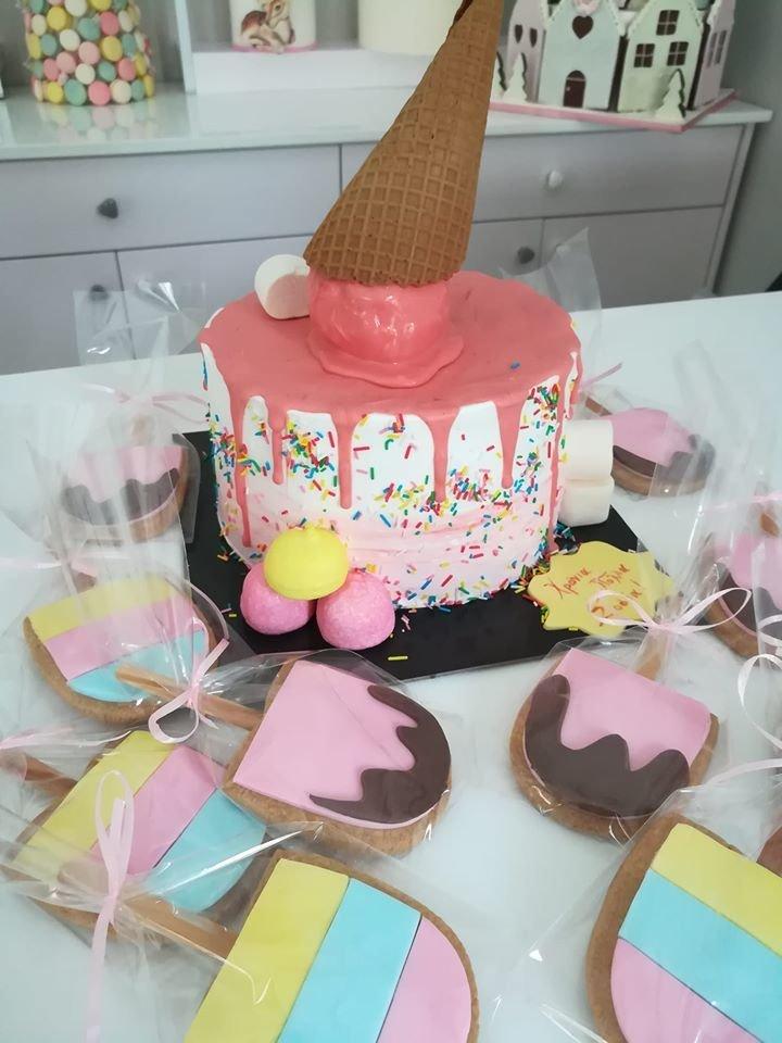 τούρτα από ζαχαρόπαστα παγωτό και συνοδευτικά μπισκότα ζαχαρόπαστας, Ζαχαροπλαστεία στη καλαμάτα madame charlotte, τούρτες γεννεθλίων γάμου βάπτησης παιδικές θεματικές birthday theme party cake 2d 3d confectionery patisserie kalamata