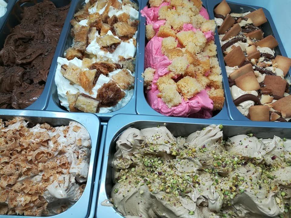 Bubble waffles με χειροποίητο παγωτό καλαμάτα, gelato gelateria, homemade handmade ice cream kalamata, Ζαχαροπλαστεία καλαμάτας madame charlotte, φαρών 139, καλαματα, madamecharlotte.gr, confectionery patisserie
