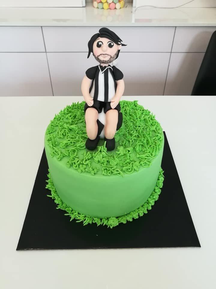 τούρτα από ζαχαρόπαστα ποδοσφαιριστής, theme cake football player, Ζαχαροπλαστεία στη καλαμάτα madame charlotte, τούρτες γεννεθλίων γάμου βάπτησης παιδικές θεματικές birthday theme party cake 2d 3d confectionery patisserie kalamata