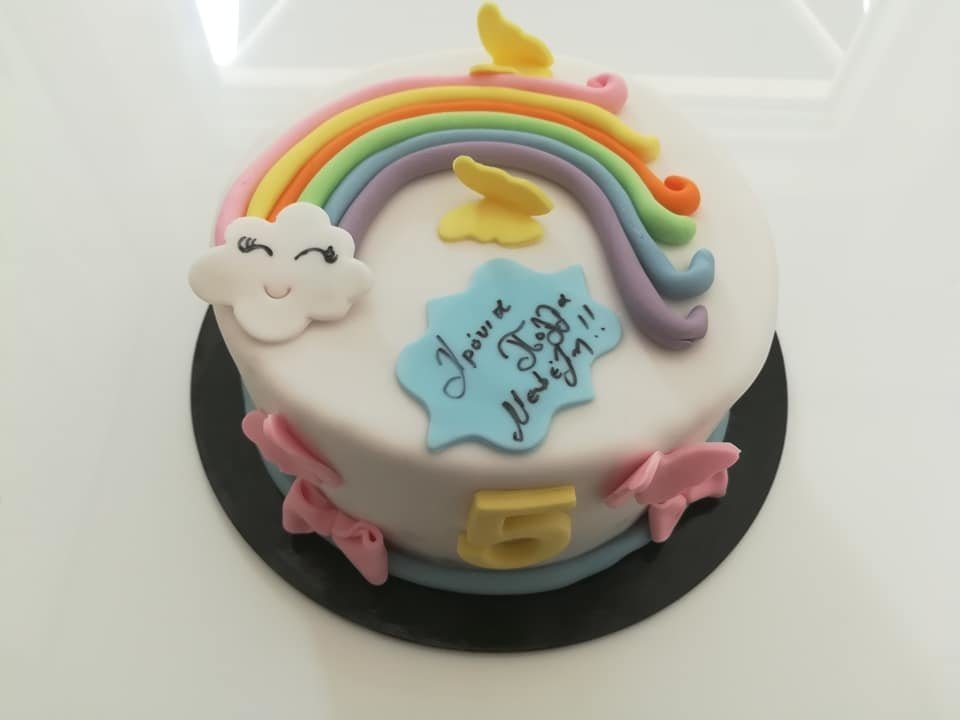τούρτα από ζαχαρόπαστα ουράνιο τόξο, themed cake rainbow, Ζαχαροπλαστείο Καλαμάτα madame charlotte, τούρτες για πάρτι παιδικές γενεθλίων για αγόρια για κορίτσια για μεγάλους madamecharlotte.gr birthday themed cakes patisserie confectionery kalamata