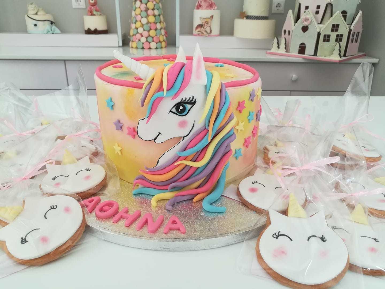 τούρτα από ζαχαρόπαστα μονόκερος Unicorn cake & cookies θεματική τούρτα themed cake, Ζαχαροπλαστείο Καλαμάτα madame charlotte, τούρτες για πάρτι παιδικές γενεθλίων για αγόρια για κορίτσια για μεγάλους madamecharlotte.gr birthday themed cakes patisserie confectionery kalamata