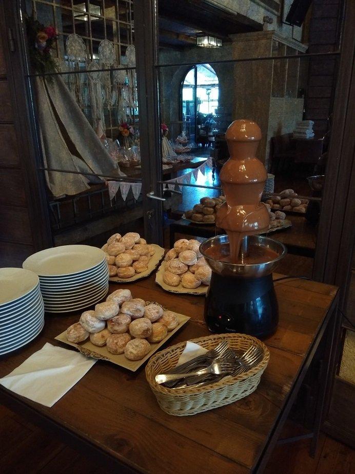 μπουφέ βάπτισης με συντριβάνι σοκολάτας, Ζαχαροπλαστείο Καλαμάτα madame charlotte, birthday baptism theme cakes and cookies kalamata, madamecharlotte.gr, τούρτες γενεθλίων γάμου βάπτισης παιδικές θεματικές