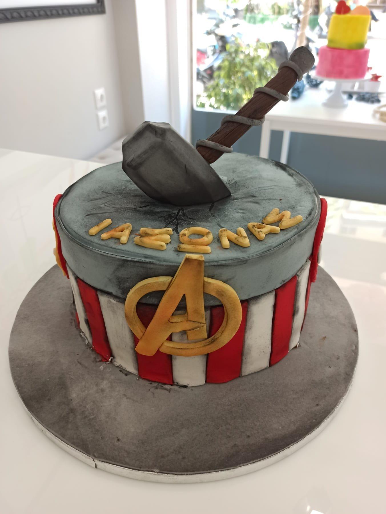 τούρτα από ζαχαρόπαστα σφυρί του θορ, thor hammer avengers themed cake, Ζαχαροπλαστείο Καλαμάτα madame charlotte, τούρτες για πάρτι παιδικές γενεθλίων για αγόρια για κορίτσια για μεγάλους madamecharlotte.gr birthday themed cakes patisserie confectionery kalamata
