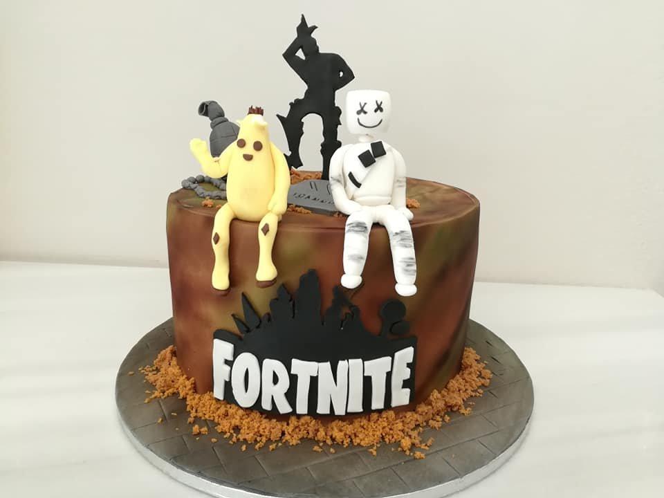 τούρτα από ζαχαρόπαστα fortnite hores themed cake, Ζαχαροπλαστεία στη Καλαμάτα madame charlotte, τούρτες γεννεθλίων γάμου βάπτησης παιδικές θεματικές birthday theme party cake 2d 3d confectionery patisserie kalamata