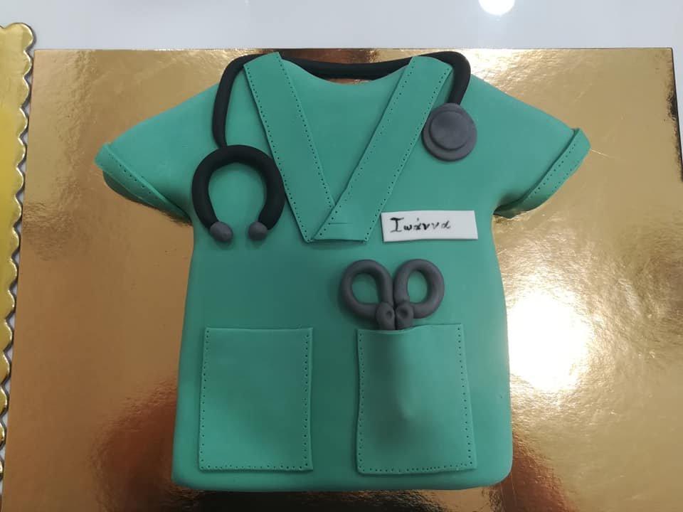 τούρτα από ζαχαρόπαστα στολή νοσοκόμας, nurse's uniformthemed cake, Ζαχαροπλαστεία στη Καλαμάτα madame charlotte, τούρτες γεννεθλίων γάμου βάπτησης παιδικές θεματικές birthday theme party cake 2d 3d confectionery patisserie kalamata