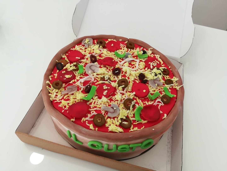 τούρτα από ζαχαρόπαστα πίτσα, pizza cake themed cake, Ζαχαροπλαστεία στη Καλαμάτα madame charlotte, τούρτες γεννεθλίων γάμου βάπτησης παιδικές θεματικές birthday theme party cake 2d 3d confectionery patisserie kalamata