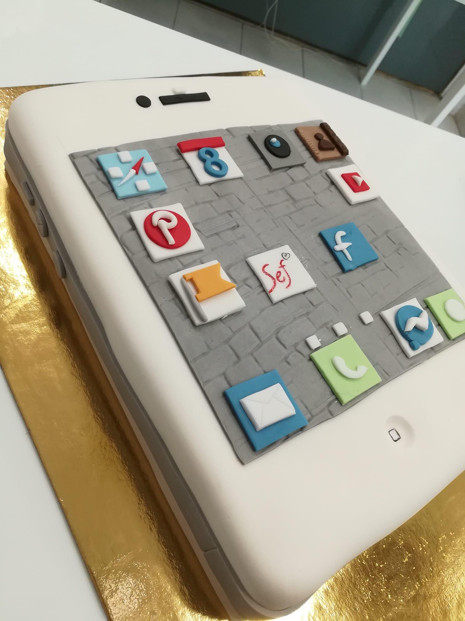τούρτα από ζαχαρόπαστα το κινητό μου, my mobile apps themed cake, Ζαχαροπλαστεία στη Καλαμάτα madame charlotte, τούρτες γεννεθλίων γάμου βάπτησης παιδικές θεματικές birthday theme party cake 2d 3d confectionery patisserie kalamata
