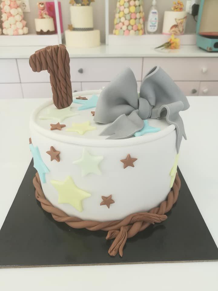 τούρτα από ζαχαρόπαστα ενός έτους ,1 y o birthday themed cake, Ζαχαροπλαστεία Καλαμάτα madame charlotte, τούρτες για πάρτι παιδικές γενεθλίων για αγόρια για κορίτσια για μεγάλους, birthday themed cakes patisserie confectionery kalamata
