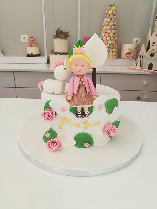 τούρτα από ζαχαρόπαστα κορίτσι με μονόκερο, gilr with unicorn themed cake, Ζαχαροπλαστεία στη Καλαμάτα madame charlotte, τούρτες γεννεθλίων γάμου βάπτησης παιδικές θεματικές birthday theme party cake 2d 3d confectionery patisserie kalamata