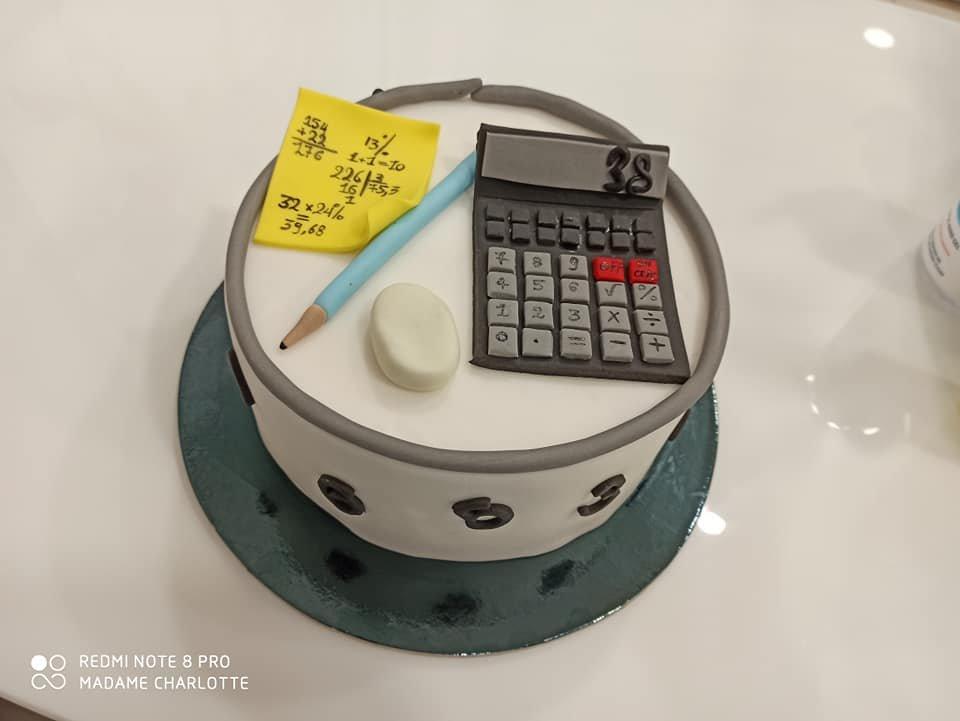 τούρτα από ζαχαρόπαστα ο λογιστης μου, accountant themed cake, Ζαχαροπλαστεία Καλαμάτα madame charlotte, τούρτες για πάρτι παιδικές γενεθλίων για αγόρια για κορίτσια για μεγάλους, birthday themed cakes patisserie confectionery kalamata