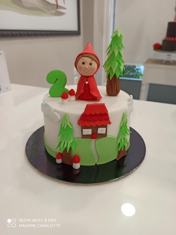 τούρτα από ζαχαρόπαστα κοκκινοσκουφιτσα, little red riding hood themed cake, Ζαχαροπλαστεία Καλαμάτα madame charlotte, τούρτες για πάρτι παιδικές γενεθλίων για αγόρια για κορίτσια για μεγάλους, birthday themed cakes patisserie confectionery kalamata
