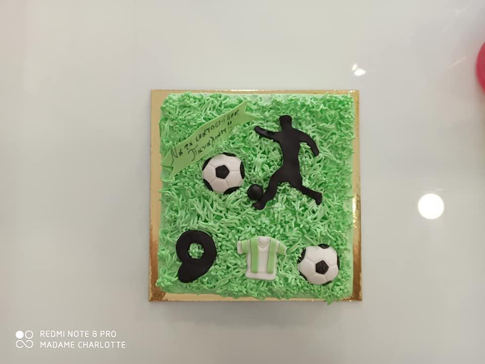 τούρτα από ζαχαρόπαστα γήπεδο ποδοσφαίρου football cake, Ζαχαροπλαστεία Καλαμάτα madame charlotte, τούρτες για πάρτι παιδικές γενεθλίων για αγόρια για κορίτσια για μεγάλους, birthday themed cakes patisserie confectionery kalamata