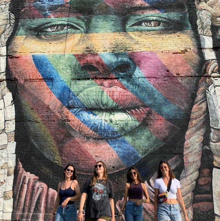 קיר הגרפיטי הגדול של האמן קוברה