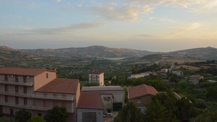 """As casas à venda estão localizadas na """"zona antiga"""" desta comuna da Sicília (Shutterstock.com)"""