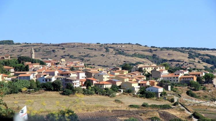 É uma cidade italiana na província de Sassari, região da Sardenha, com uma vista espetacular do Mediterrâneo (Wikipedia)