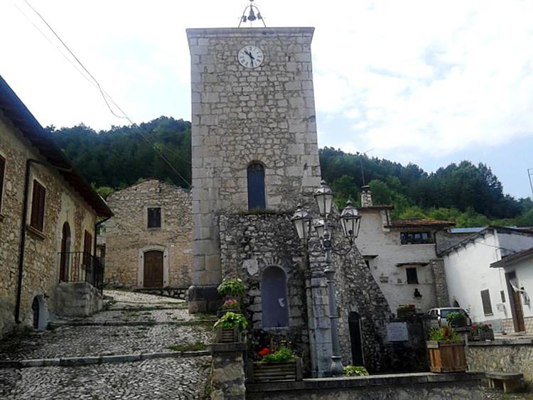 Esta cidade italiana sofre com o êxodo rural desde os anos 90, uma crise que aumentou após o terrível terremoto de 2009 (Wikipedia)
